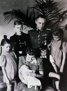Rudolf Hoess with family.